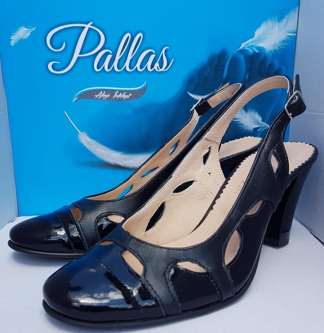 Sandale crem elegante din piele naturala cu toc gros si
